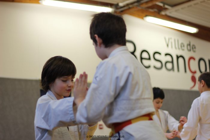 shoshin_aikido_stage_enfants_besançon_exercice_contact